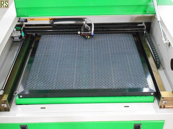 Рабочий стол размером 600*400 мм LTT5040
